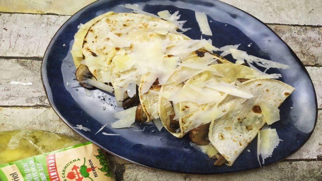 Tacos de champiñones y quesos gallegos